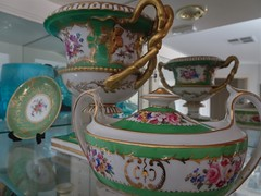 Adelaide. Some green and hand painted flower procelain from the mid 19th century. Sucrier, small dish and Warwick style vase.