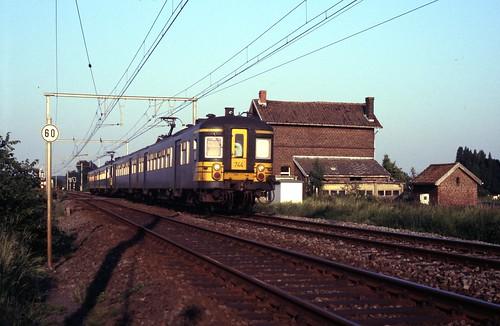 NMBS 744 Pipaix bij Leuze-en-Hainaut 23 mei 1989 ©