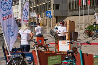 Unterschriftenübergabe des Radentscheids Bielefeld am 23.04.20