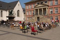 P1300262 Leere Stühle