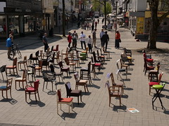 P1300274 Leere Stühle