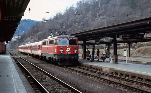 1042 517 arriving sat Leoben Hbf. 1992.