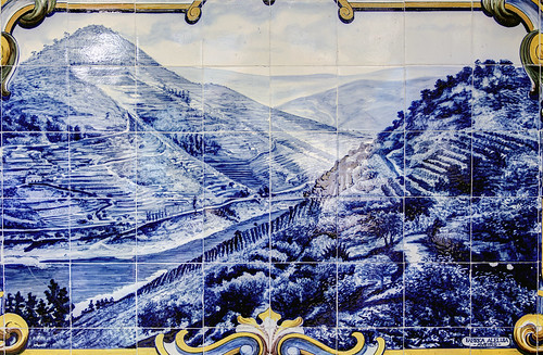 PT Douro Valley - Azulejo tiles at Pinhao station