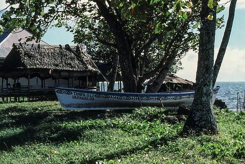 Samoa 1980 - canoe and fale near Apia