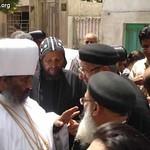 الراهب القمص حياة الأثيوبي المحرقي مع أبونا باولوس بطريرك أثيوبيا (6)