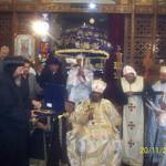 الراهب القمص حياة الأثيوبي المحرقي مع قداسة البابا شنودة وأبونا باولوس بطريرك أثيوبيا (5)