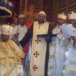 الراهب القمص حياة الأثيوبي المحرقي مع قداسة البابا شنودة وأبونا باولوس بطريرك أثيوبيا (10)