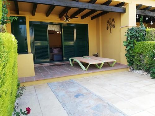 Fabuloso bungalow en Finestrat.  Solicite más información a su inmobiliaria de confianza en Benidorm  www.inmobiliariabenidorm.com