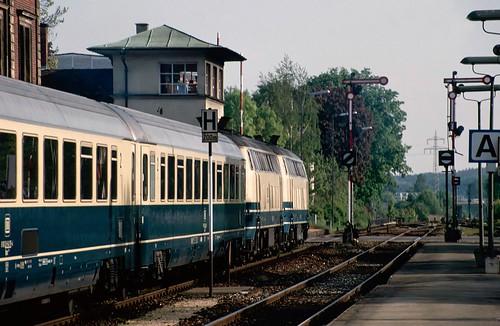 IC718 'Allgäu' waiting to leave Memmingen.