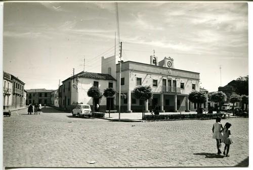 Aldea del Rey : Plaza del Generalísimo y Ayuntamiento