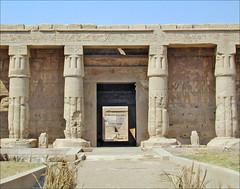 L'entrée du temple de Sethi 1er (Thèbes ouest, Égypte)