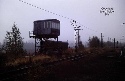 DE-09337 Callenberg 900 mm spurige Erzbahn des VEB Nickelhütte St.Egidien Stellwerk  im Oktober 1991