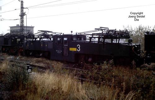 DE-09337 Callenberg 900 mm spurige Erzbahn des VEB Nickelhütte St.Egidien Elektrolok 3 LEW Typ EL3 12061/1971 im Oktober 1991