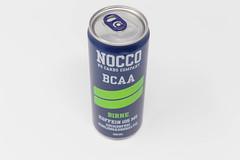 Eine Dose NOCCO BCAA Birne vor weißem Hintergrund. Das Fitnessgetränk aus Schweden enthält Branched Chain Amino Acid, L-Carnitine, Grüner Tee mit EGCG, Koffein und 6 Vitamine