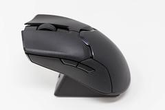 Razer Viper Ultimate Wireless Gaming Maus: schwarze kabellose Maus für Gamer vor weißem Hintergrund