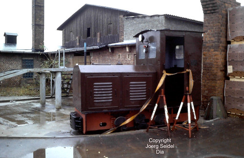 DE-08060 Zwickau VEB Ziegelkombinat Karl-Marx-Stadt BT Zwickau-Marienthal Feldbahndiesellok LKM Ns2h 48364/1953 im Oktober 1991