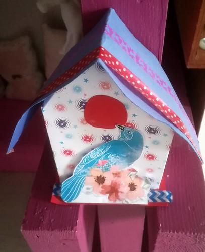 Cabane à oiseaux en papier