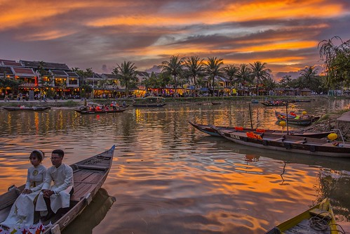 Explore Romantic sunset in Hoi An