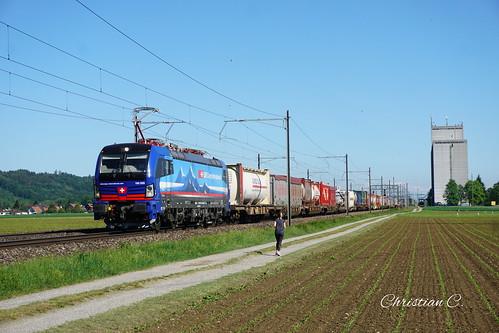 Vectron SBB Cargo International in Hendschiken.