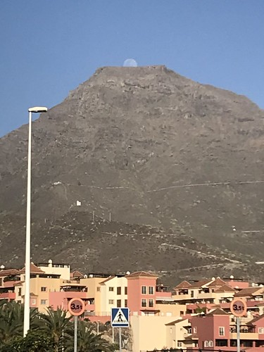 Moon rising from Roque del Conde