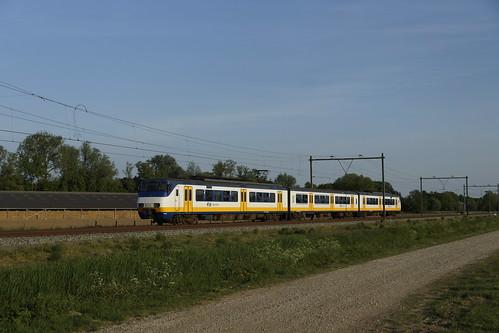 NS Sprinter 2943 bij Elst op weg naar Arnhem 09-05-2020