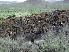 Gilsonite & waste material piled up next to Cowboy Dike (north of Bonanza, Utah, USA) 4