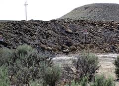 Gilsonite & waste material piled up next to Cowboy Dike (north of Bonanza, Utah, USA) 5