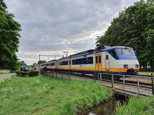 NS Sprinter 2122 bij Biljoen Velp 12-05-2020