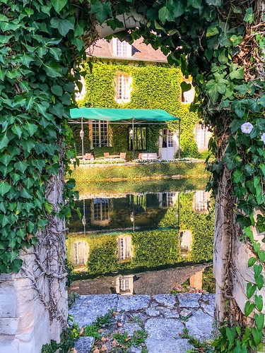 Reflections of a Perigord's manor