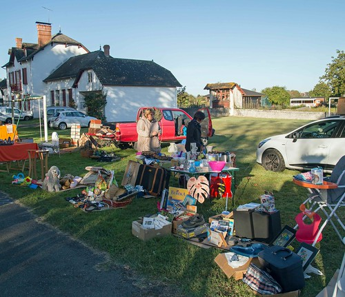Car boot sale at Lay Lamidou