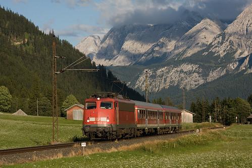 110 493 mit der RB5496 in Lähn (Außerfernbahn)