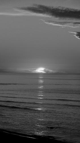 200514.OAKURA.SUNSET04BW - 1