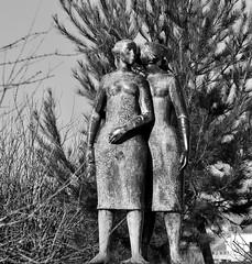 The secret (c.1960) - Lagoa Henriques (1923 - 2009)