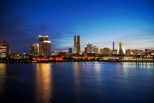 View Yokohama Minatomirai Twilight from Osanbashi Pier, Yokohama : 大さん橋より横浜みなとみらいの黄昏を展望
