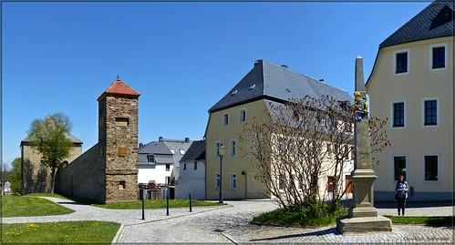 Stadtmauer und Postmeilensäule zu Marienberg