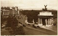 1943 Postcard Wellington Arch 7a