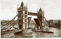 1943 Postcard Tower Bridge 02a