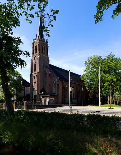 Dongense Vaart - Hubertuskerk