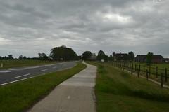 Donkere hemel en straat in Den Ham (136FJAKA_3737)