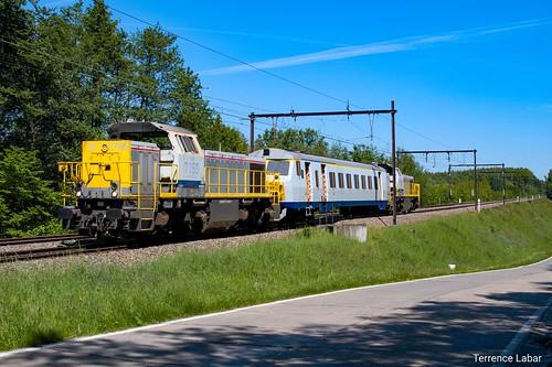 La HLD 7759 et la 7757 encadrant un élément d'AM 800 pour Salzinnes. Vichenet ce 19 mai 2020.