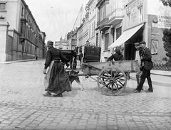 Charrette à chien, peut-être en France? Est-ce la rue de Riosspelk?