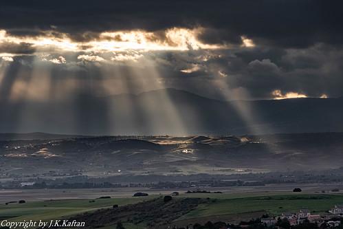 and the Light that illuminates us ..., y la Luz que nos ilumina...