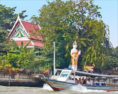 Temple bouddhique dédié à Guanyin sur la rive d'un Khlong (Bangkok, Thaïlande)