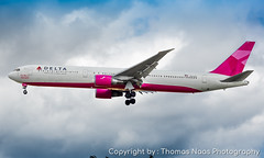 Delta Air Lines, N845MH : Breast Cancer Research Foundation