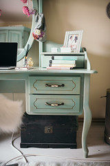 Beautiful old wooden table wiht drawers.