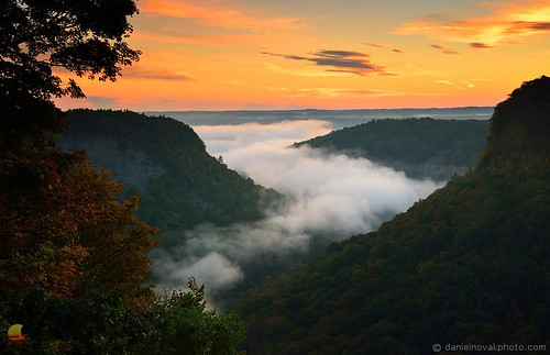 Fogy Magic over Letchworth Gorge (DTB_4554)