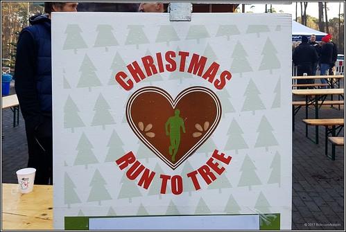 2017-12-16 Hamburg - Christmas Run to Tree - 1