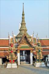 Yakshas dans le Wat Phra Kaeo (Bangkok, Thaïlande)
