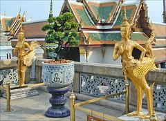 Deux KInnari dans le Wat Phra Kaeo (Bangkok, Thaïlande)