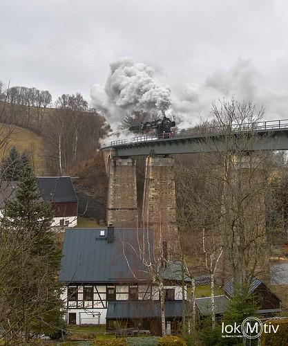 52 8154-8 crosses the railbridge in Cranzahl